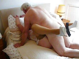 Cuando anime porno en sub español la polla entra en el anal, el coño se expande