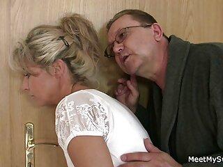 Cámara oculta en una incesto hentai subtitulado en español sala de masajes