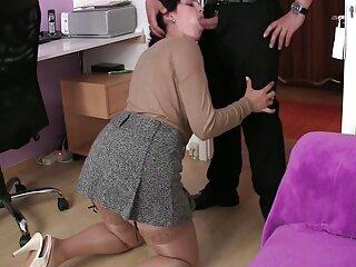 Chica se corre con chorros de hentai sub castellano orina