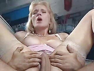 Rubia subespañol xxx pide follarla por el culo