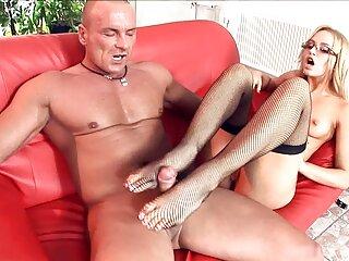 Sexo anal con videos hentai en sub español una joven de piernas largas